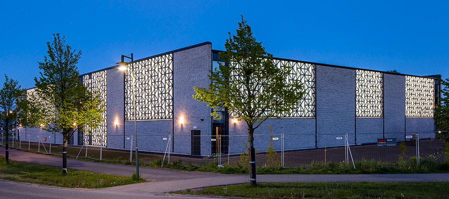 фасад с перфорацией и подсветкой