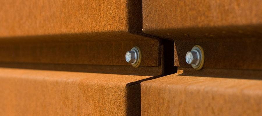 Крепление горизонтального шва фасадной кассеты с использованием кислотостойких крепежных изделий