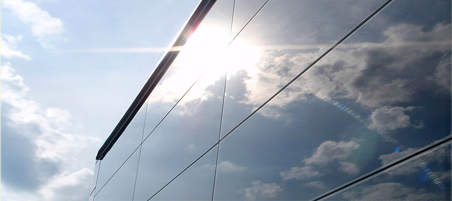 Фасад з сонячними панелями Ruukki