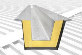 Płyty warstwowe dachowe Ruukki stały jeszcze bardziej praktycznymi z nowymi ściekami na wodę