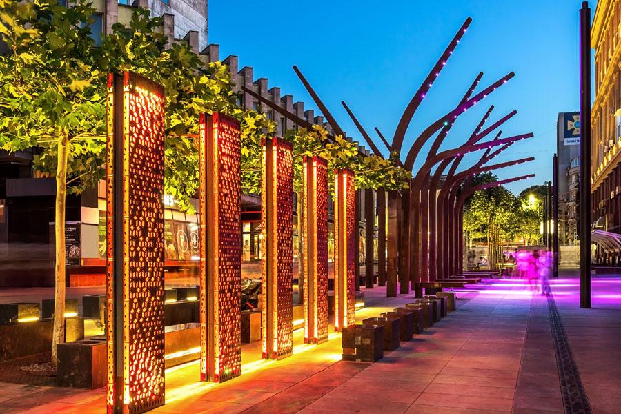 Stal Cor-ten we wzornictwie elementów architektury miejskiej