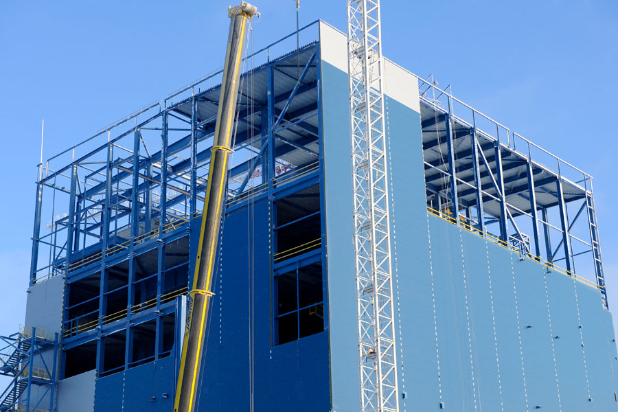 Light removable structures of sandwich panels: a solution for explosion hazard buildings