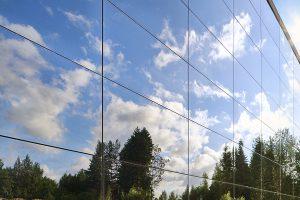 Fasada z panelami słonecznymi
