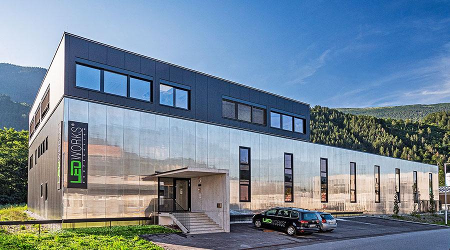 Офисно-производственное здание из сэндвич-панелей